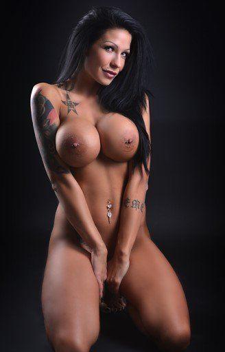 young nude große titten