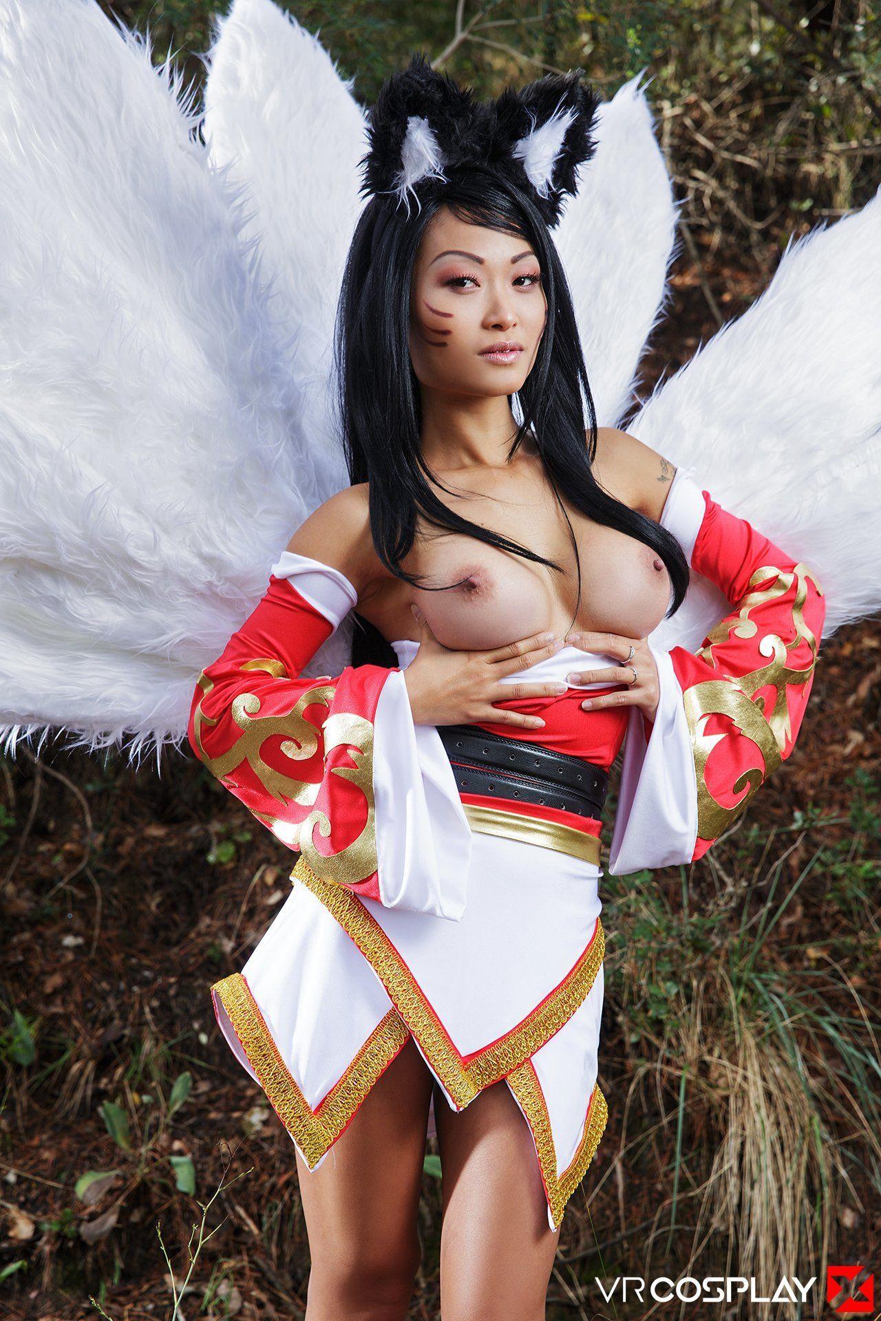 Ahri cosplay naked