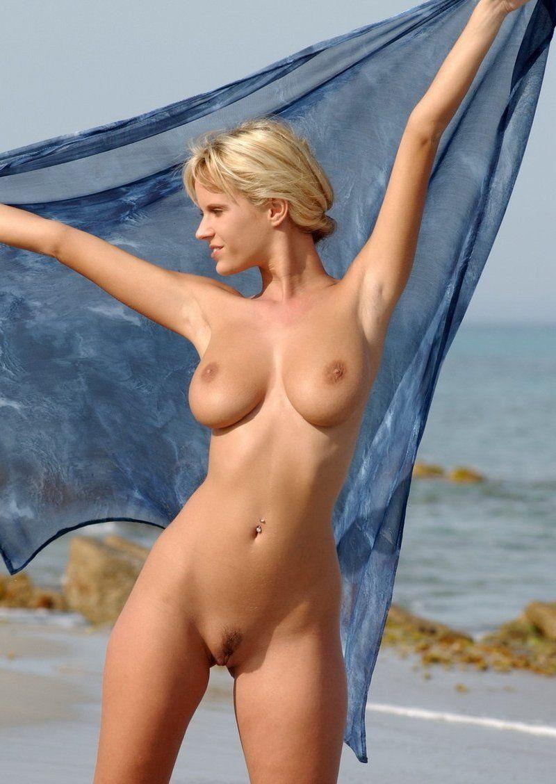 Nude blonde Hot Blonde