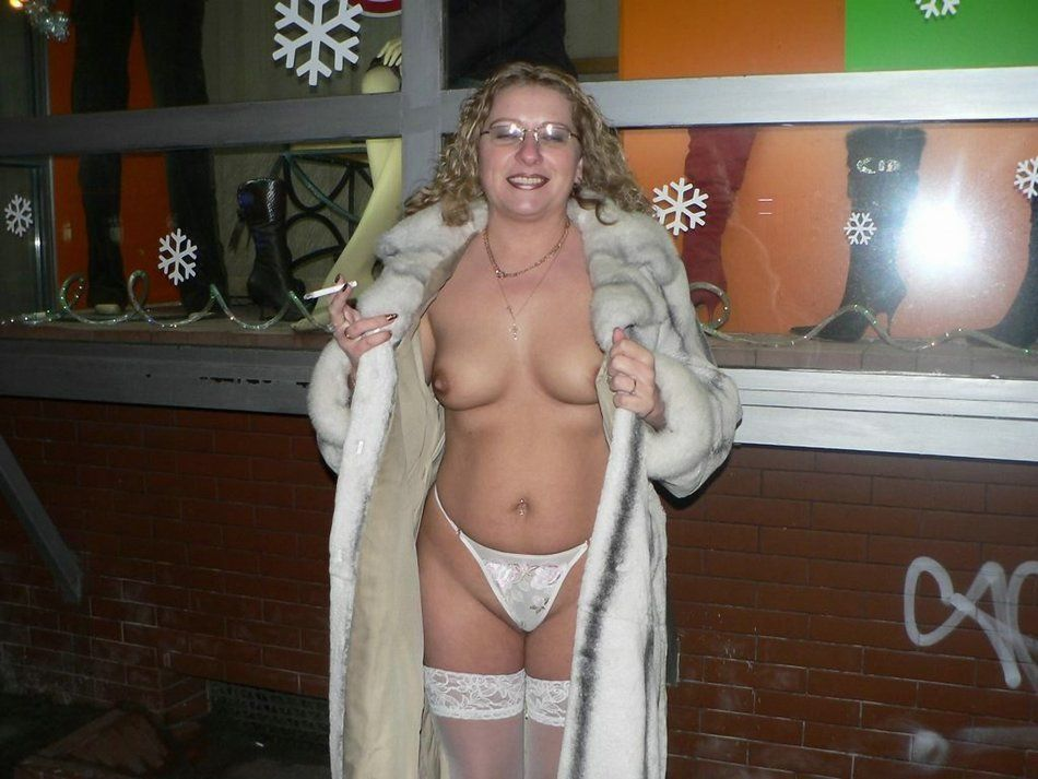 Wife Flashing Tits Public Hot Naked Pics