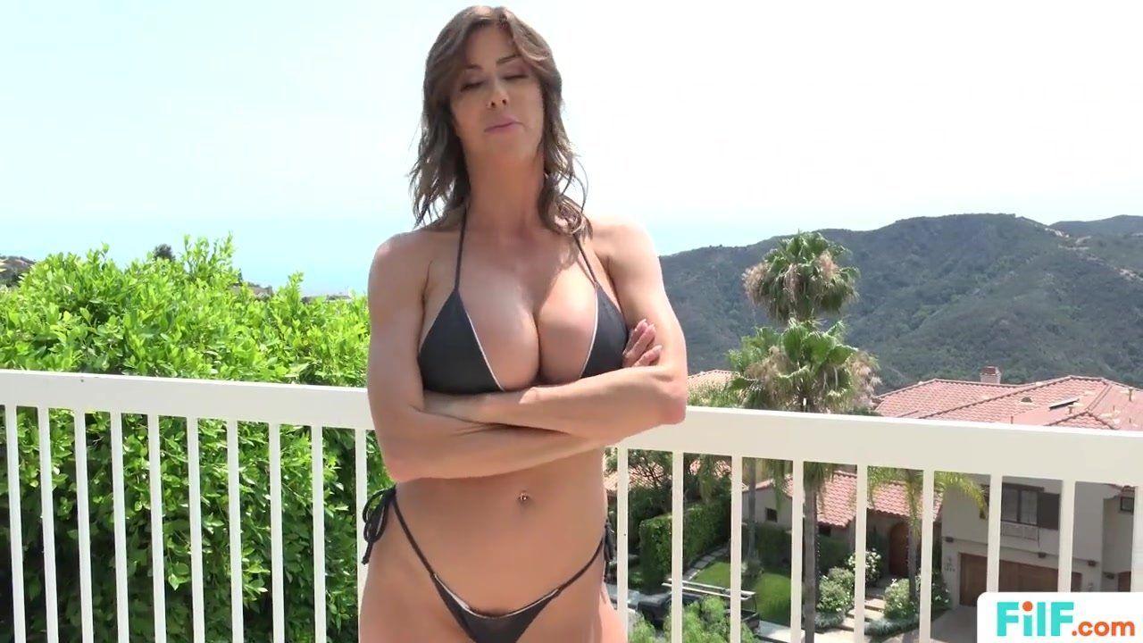 Kickback reccomend step mom bikini